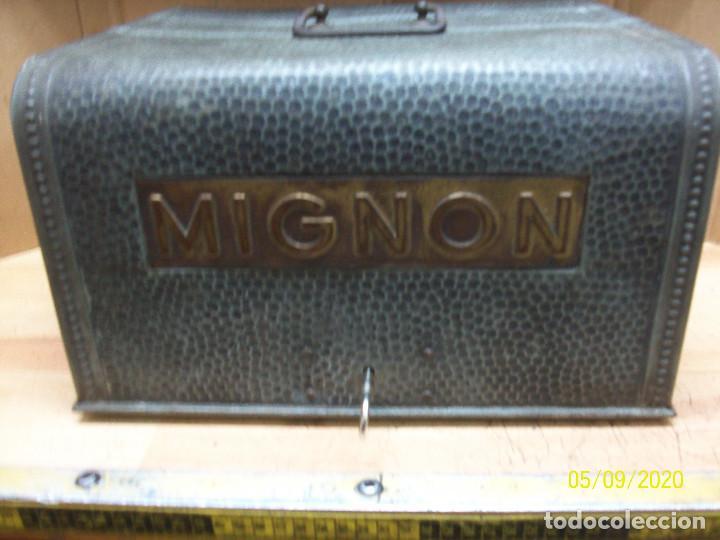Antigüedades: ANTIGUA MAQUINA DE ESCRIBIR MIGNON AEG-AÑOS 1920- CON ESTUCHE - Foto 11 - 203522947