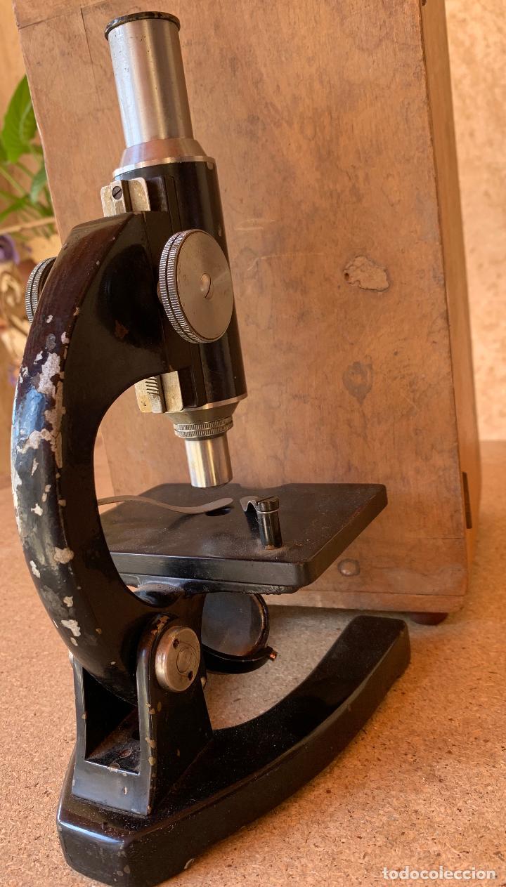 Antigüedades: ANTIGUO MICROSCOPIO TRIQUINOSCOPIO CON CAJA DE MADERA . ULLOA OPTICO . - Foto 6 - 203549920