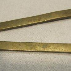 Antigüedades: ANTIGUO COMPAS? DE METAL. LARGO 18,5 CM. Lote 203602426