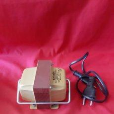 Antigüedades: ANTIGUO TRANSFORMADOR SEVEIN 220? 125V POTENCIA 100 V.A COMO NUEVO EN SU CAJA Y TODO Y CABLE. Lote 203775507