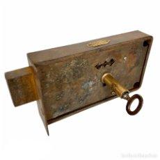 Antigüedades: ANTIGUA CERRADURA CON LLAVE PARA PUERTA. Lote 203812833