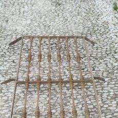Antigüedades: ANTIGUA REJA DE HIERRO FORJADO DE GRAN TAMAÑO. SIGLO XIX. Lote 203856010