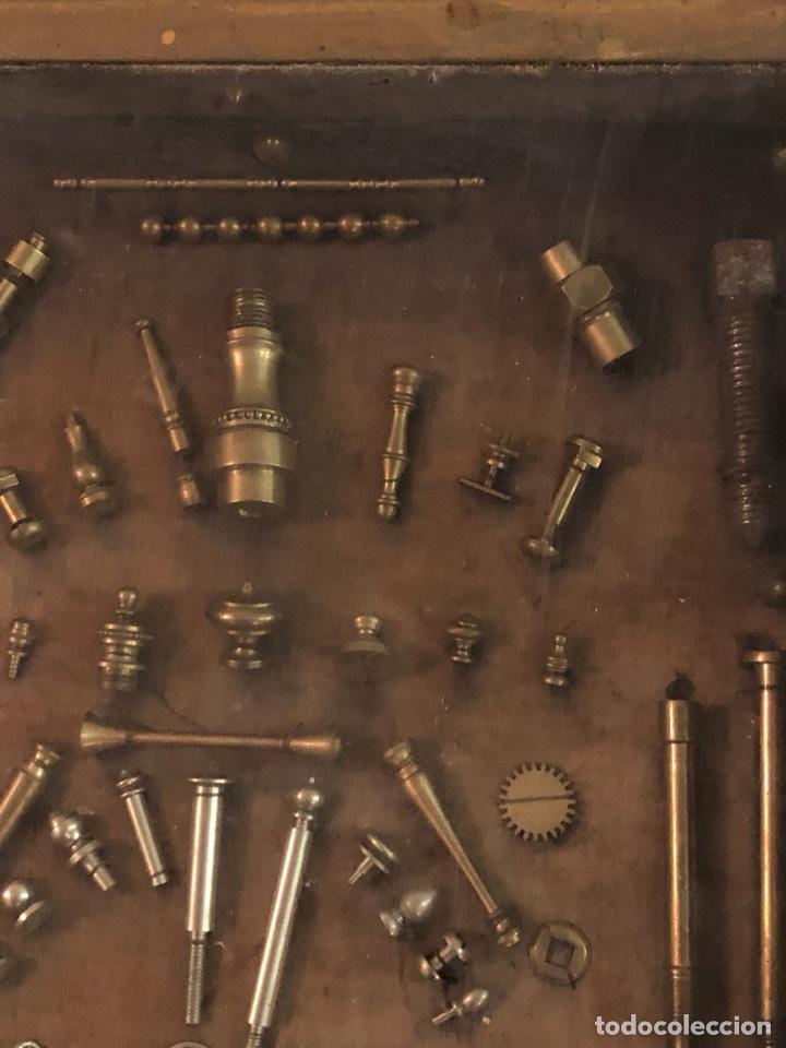 Antigüedades: Magnifico muestrario de tornilleria y herramientas siglo XIX - Foto 8 - 137569941