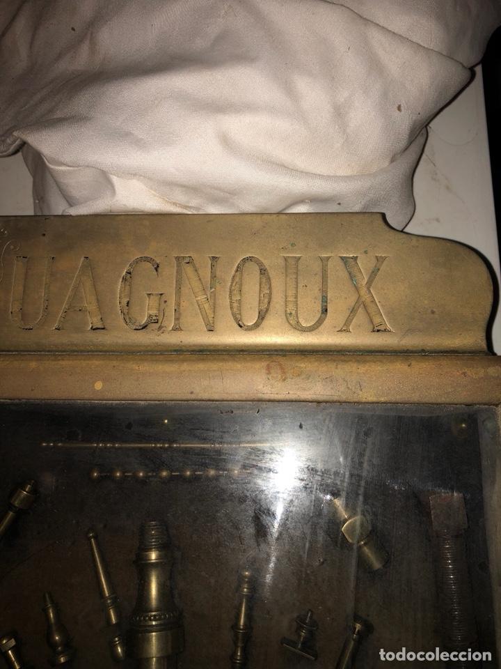 Antigüedades: Magnifico muestrario de tornilleria y herramientas siglo XIX - Foto 14 - 137569941