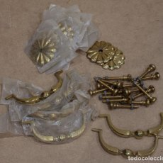 Antigüedades: 8 TIRADORES DE LATON ESTILO LUIS XVI.. Lote 203940663