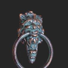 Antigüedades: ALDABA DE LATON CON CABEZA GROTESCA,. Lote 203993051
