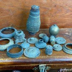 Antigüedades: LOTE DE PIEZAS EN BRONCE MUY PESADAS Y DECORADAS - IDEAL DECORACION. Lote 204022546
