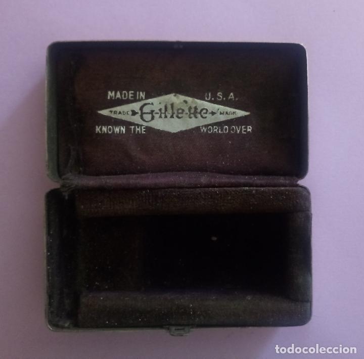 Antigüedades: ANTIGUA CAJA METÁLICA GILLETTE CON ESTUCHE METÁLICO PARA CUCHILLAS - U.S.A. - 8 x 5 CMS - Foto 2 - 204055378