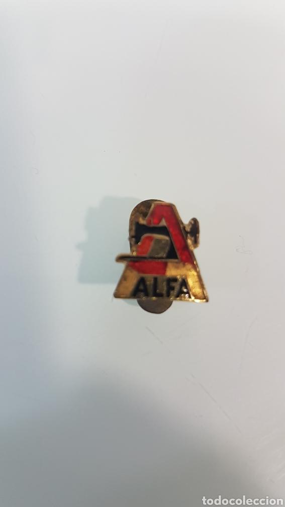 ANTIGUA INSIGNIA PIN SOLAPA MÁQUINAS DE COSER ALFA (Antigüedades - Técnicas - Máquinas de Coser Antiguas - Complementos)