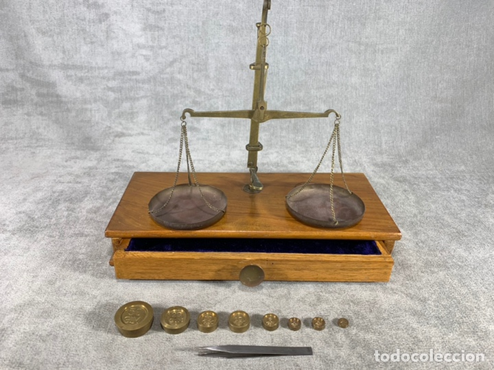BÁSCULA FARMACÉUTICA DE BRONCE Y MADERA - LA INDIA - (Antigüedades - Técnicas - Medidas de Peso - Básculas Antiguas)