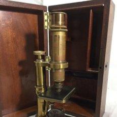Antigüedades: ANTIGUO MICROSCOPIO MONOCULAR HARTNACK & PRAZMOWSKY C. 1870, EN SU CAJA. Lote 204169166