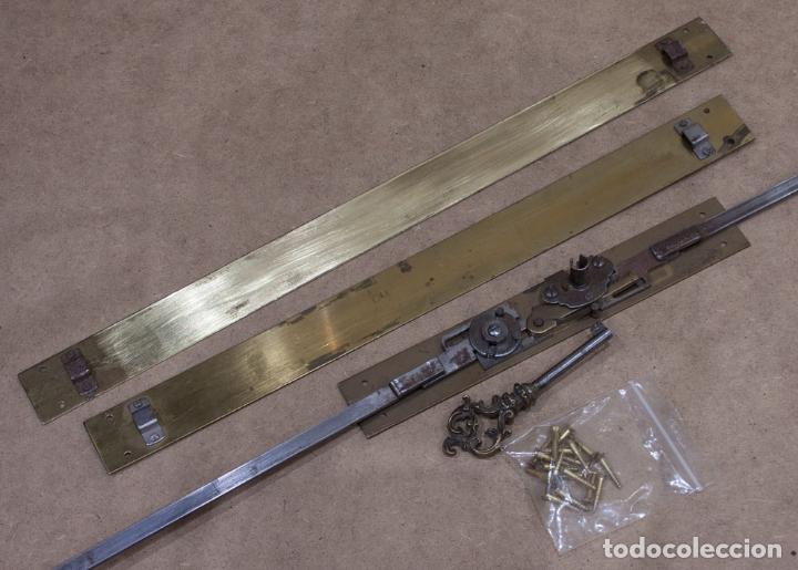 Antigüedades: CERRADURA FRANCESA DE CIERRE LATERAL PARA SECRETER ABATANT. AÑOS 70. - Foto 2 - 204181770