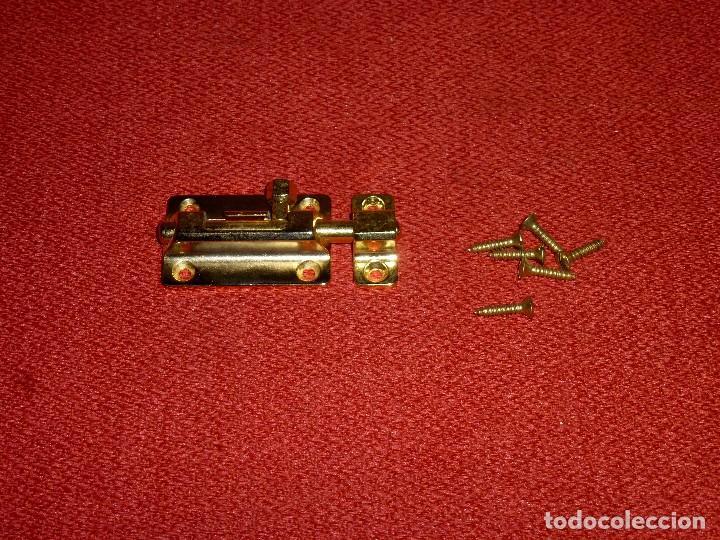 Antigüedades: Pestillo Nuevo De Laton.7 X 3.5 Cm. - Foto 2 - 204223990