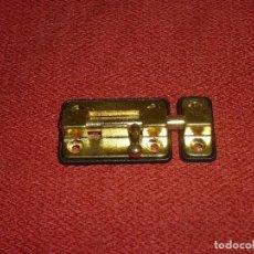 Antigüedades: PESTILLO DE LATON.7 X 3.5 CM.. Lote 204224058