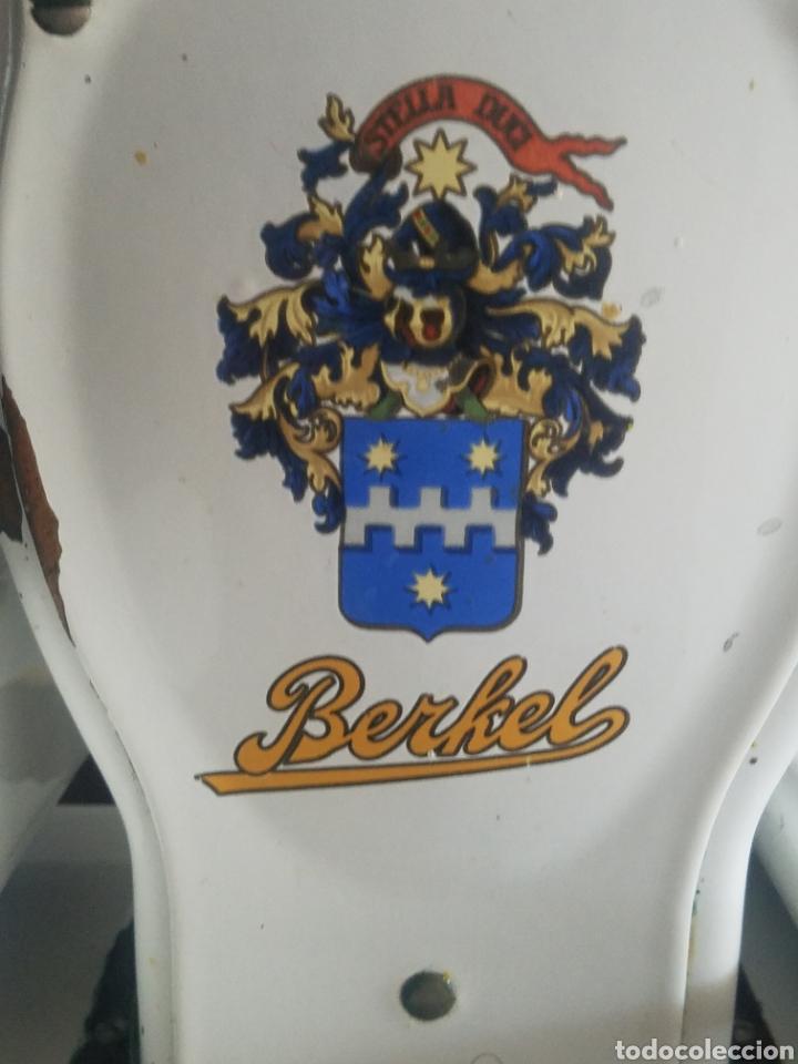 Antigüedades: Antigua Balanza Berkel Stella Duce Hierro forjado esmaltado porcelana blanca, Años 60. - Foto 2 - 204264718