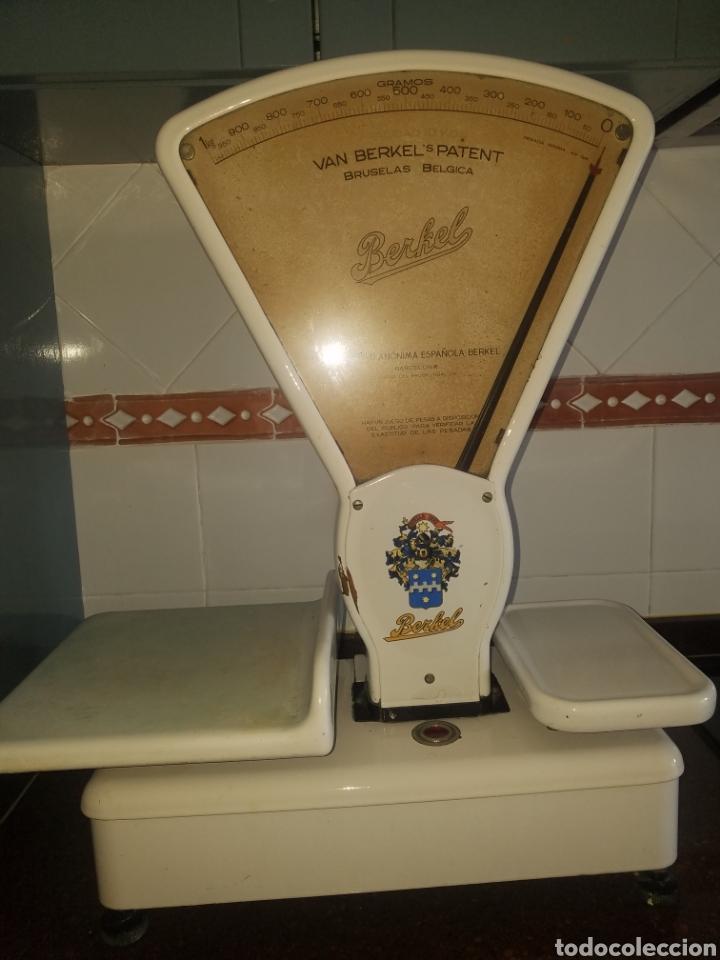 Antigüedades: Antigua Balanza Berkel Stella Duce Hierro forjado esmaltado porcelana blanca, Años 60. - Foto 10 - 204264718