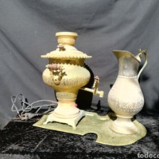Antigüedades: VIEJO SAMOVAR RUSO CON BANDEJA Y JARRA DE LATÓN. Lote 204364383