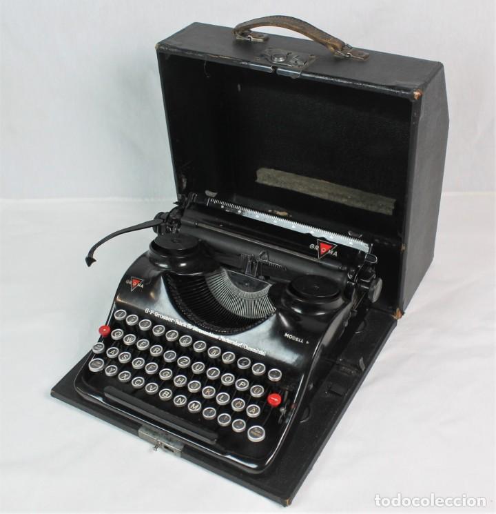 ANTIGUA MAQUINA DE ESCRIBIR PORTATIL GROMA-FUNCIONANDO- (Antigüedades - Técnicas - Máquinas de Escribir Antiguas - Otras)