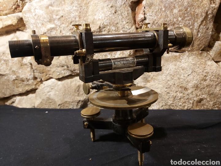 ANTIGUO NIVEL O TEODOLITO TOPOGRÁFICO MARCA SECRETAN PARIS (Antigüedades - Técnicas - Otros Instrumentos Ópticos Antiguos)