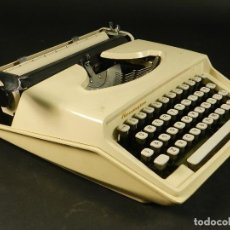 Antigüedades: MAQUINA DE ESCRIBIR REMINGTON HOLIDAY AÑO 1964 TYPEWRITER SCHREIBMASCHINE. Lote 204401695