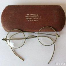 Antigüedades: ANTIGUAS GAFAS CON ESTUCHE. M. PANACH ÓPTICO. VALENCIA. Lote 204407291