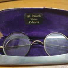 Antigüedades: ANTIGUAS GAFAS DE VER.- CON FUNDA ORIGINAL.- M.PANACH. VALENCIA UN ARO DE CADA COLOR. Lote 204425537