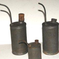 Antigüedades: LOTE DE 3 RECIPIENTES DE ACEITE PARA MAQUINAS DE COSER E INDUSTRIALES. Lote 204430090