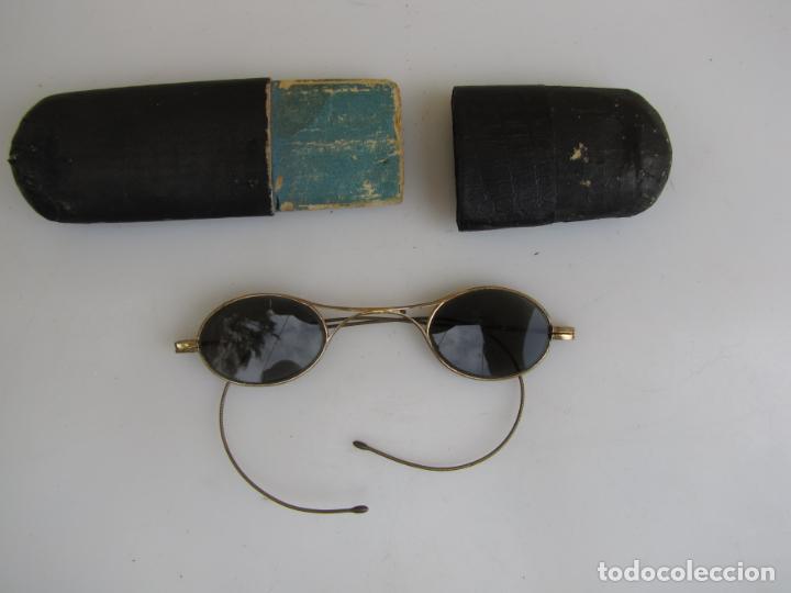 6- ANTIGUAS GAFAS DE SOL EN SU FUNDA. BAÑO ORO (Antigüedades - Técnicas - Instrumentos Ópticos - Gafas Antiguas)