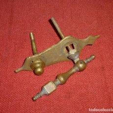 Antigüedades: ANTIGUA ALDABA DE BRONCE,COMPLETA.16 CM.. Lote 204470796