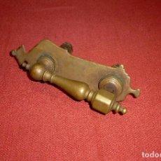 Antigüedades: ANTIGUA ALDABA DE BRONCE.COMPLETA.24 CM.. Lote 204471400