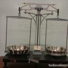 Antigüedades: BALANZA DE LABORATORIO COBOS, DE 1960. EN PERFECTO ESTADO.. Lote 204478373