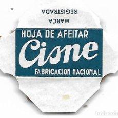 Antigüedades: ESPAÑA-FUNDA HOJA DE AFEITAR Y CUCHILLA MARCA CISNE-LAMETTA DA BARBA, RAZOR BLADE,LAME DE RASOIR. Lote 252610000