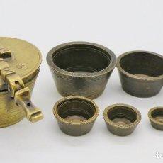 Antigüedades: PONDERAL COMPLETO EN BRONCE DE 8 VASOS ANIDADOS (PESAS) AÑO 1824. Lote 204762597