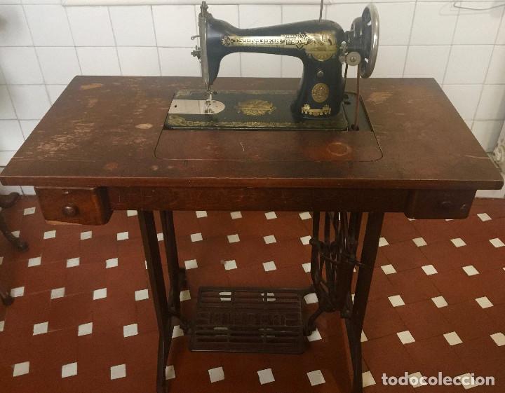 MAQUINA DE COSER SINGER CON MESA DE MADERA Y PATAS FORJA VINTAGE 1900 FUNCIONA (Antigüedades - Técnicas - Máquinas de Coser Antiguas - Singer)