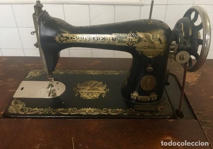 Antigüedades: MAQUINA DE COSER SINGER CON MESA DE MADERA Y PATAS FORJA VINTAGE 1900 FUNCIONA - Foto 4 - 204836838