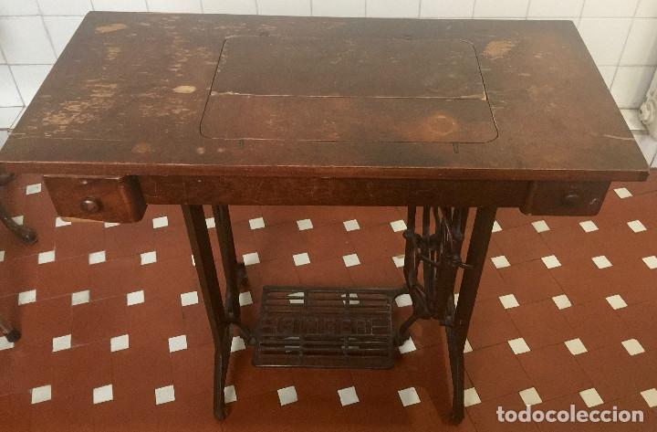 Antigüedades: MAQUINA DE COSER SINGER CON MESA DE MADERA Y PATAS FORJA VINTAGE 1900 FUNCIONA - Foto 19 - 204836838