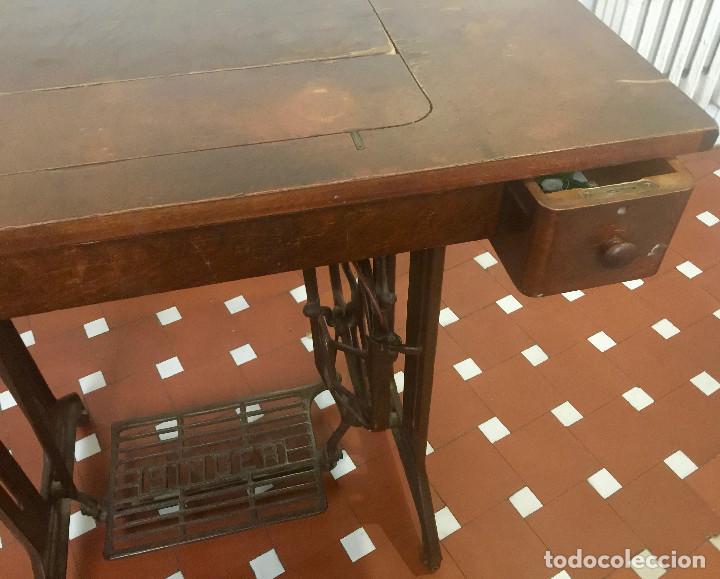 Antigüedades: MAQUINA DE COSER SINGER CON MESA DE MADERA Y PATAS FORJA VINTAGE 1900 FUNCIONA - Foto 21 - 204836838