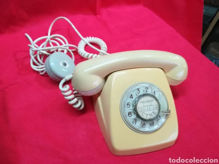 VIEJO TELÉFONO DE RUEDA COLOR BEIGE (Antigüedades - Técnicas - Teléfonos Antiguos)