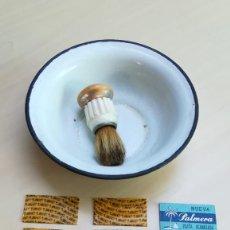 Antigüedades: ANTIGUA MAQUINILLA DE AFEITAR A CUCHILLA, RECAMBIOS, BROCHA Y RECIPIENTE. Lote 205040661