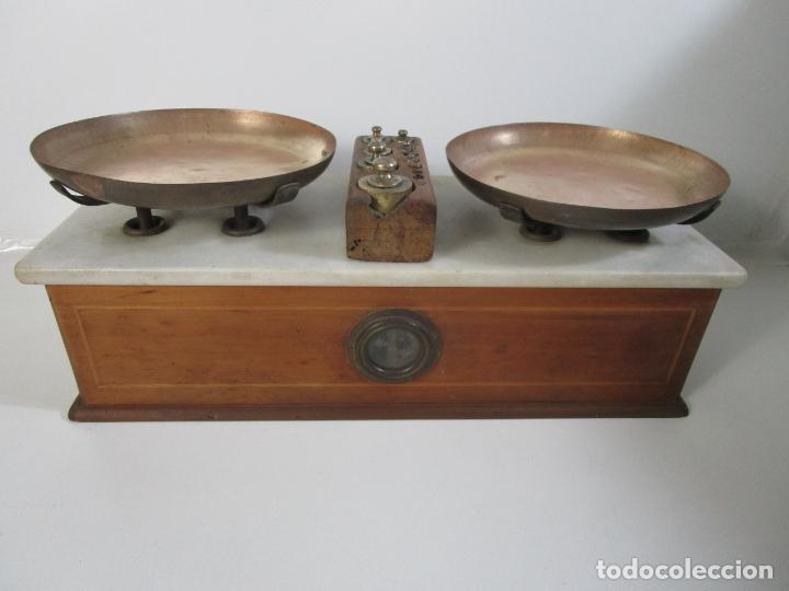Antigüedades: Antigua Balanza de Tienda - Bascula sobre en Mármol - Madera y Marquetería - con Pesas - S.XIX - Foto 3 - 205167248