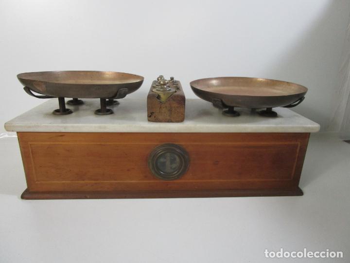 Antigüedades: Antigua Balanza de Tienda - Bascula sobre en Mármol - Madera y Marquetería - con Pesas - S.XIX - Foto 8 - 205167248