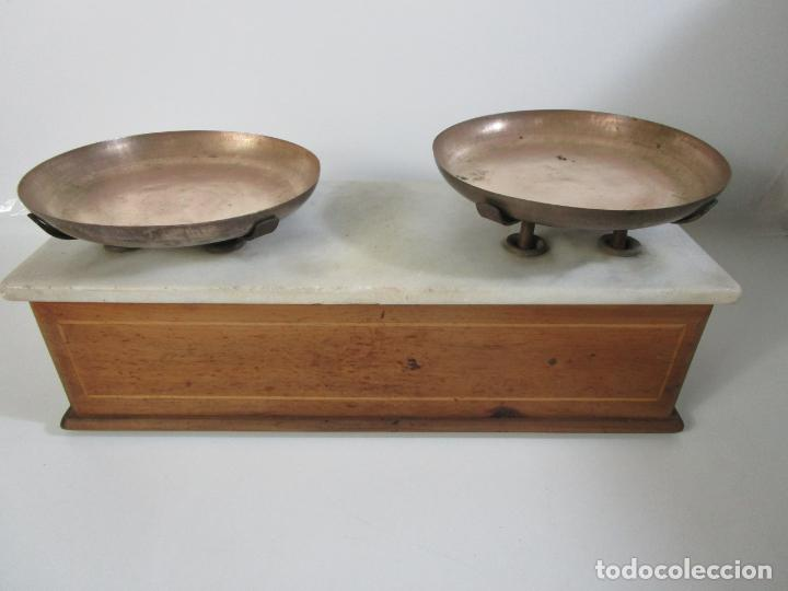 Antigüedades: Antigua Balanza de Tienda - Bascula sobre en Mármol - Madera y Marquetería - con Pesas - S.XIX - Foto 10 - 205167248