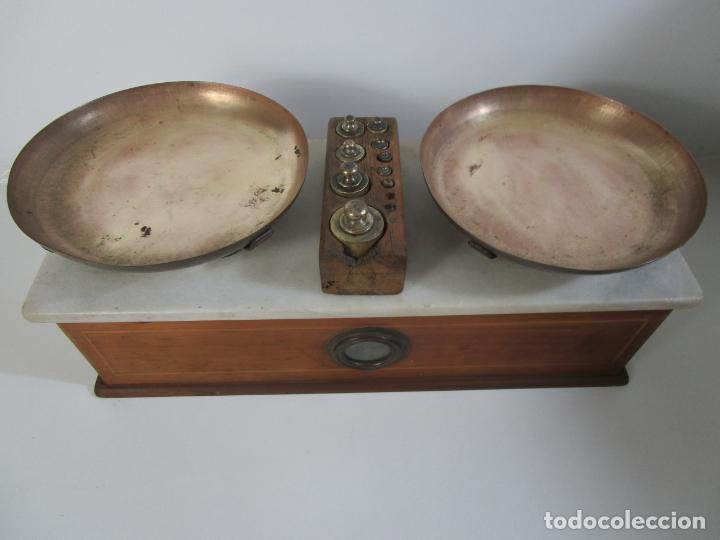 Antigüedades: Antigua Balanza de Tienda - Bascula sobre en Mármol - Madera y Marquetería - con Pesas - S.XIX - Foto 13 - 205167248