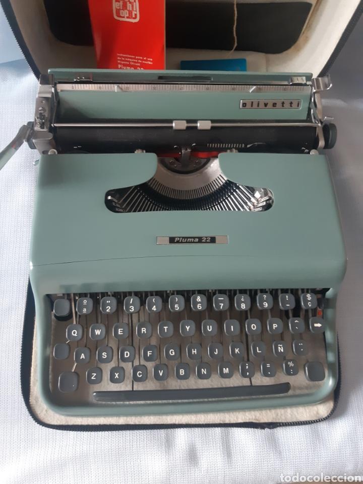 MAQUINA DE ESCRIBIR PORTATIL OLIVETTI PLUMA 22 CON FUNDA Y MALETA IMPECABLES (Antigüedades - Técnicas - Máquinas de Escribir Antiguas - Olivetti)