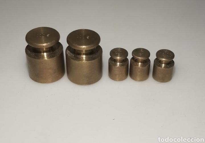Antigüedades: Juego de cinco pesas: 2 x 100 gr y 3 x 20 gr - Foto 4 - 205187305