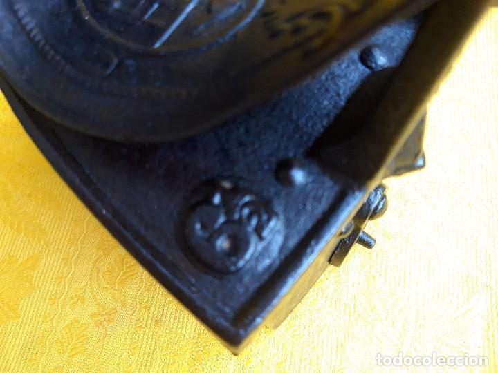 Antigüedades: Plancha de hierro fundido hacia 1900 - Foto 6 - 205199308
