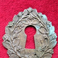 Antigüedades: EMBELLECEDOR DE BRONCE PARA RESTAURAR MUEBLE ANTIGUO - OJO DE CERRADURA. Lote 205243675