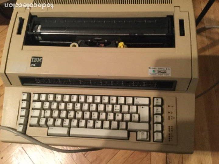 Antigüedades: Máquina de escribir eléctrica IBM - Foto 2 - 205254808