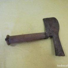 Antigüedades: ANTIGUO HACHUELA O SIMILAR, DE MADERA Y HIERRO, DE UNOS 26 CMS. DE ALTO. Lote 205264386