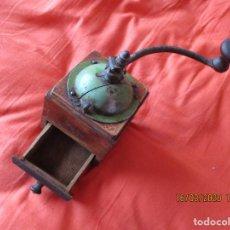Antigüedades: MOLINILLO DE CAFE. MARCA: ELMA. DE MADERA Y METAL-. (FUNCIONANDO). Lote 205271992